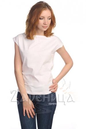 Блуза со спущенным плечом белая,