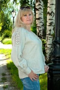 Блуза из льна с вышивкой