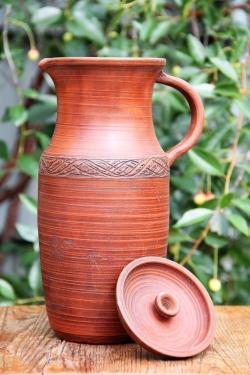 Глиняный кувшин для воды