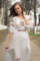 """Платье """"Берегиня"""" белое с цветной вышивкой"""