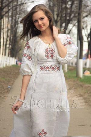 """Платье """"Берегиня"""" белое с цветной вышивкой,"""